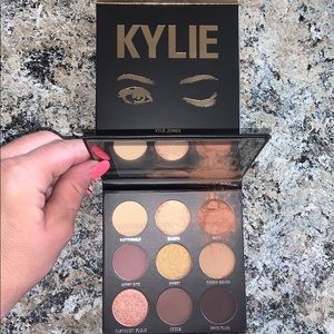 KYLIE  The Sorta Sweet Palette Kyshadow